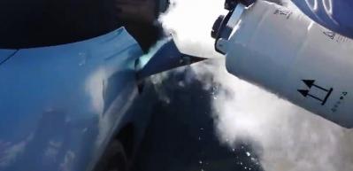Aracının yakıt deposuna benzin yerine bakın ne koydu!