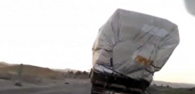 Aşırı yük taşıyan kamyonun tehlikeli yolculuğu kamerada