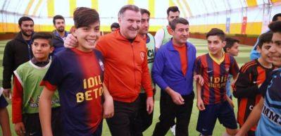 Bakan Bak, Şırnak'ta maç yaptı
