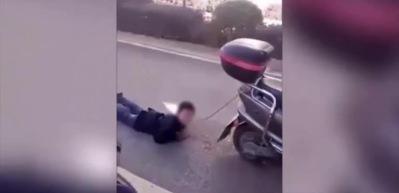 Cani anne oğlunu motosiklete bağladı ve...