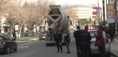 Etiler'de beton mikserinin çarptığı kadın öldü