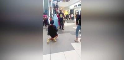 Evlilik teklifi reddedilen kadın gözyaşlarına boğuldu!