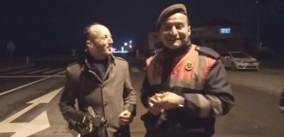 Habere müdahale eden jandarma kahkahaya boğdu!