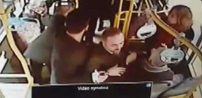 Otobüs şoförünün hayat kurtaran ilk yardımı kamerada!