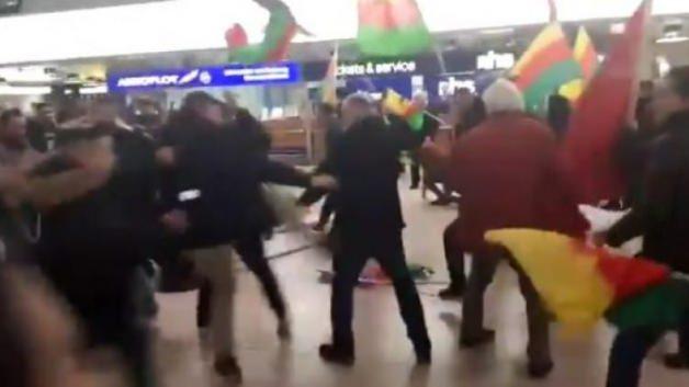 Türk vatandaşlarından PKK yandaşlarına dayak