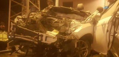 Kiralık otomobil binanın garajına uçtu: 3 ölü