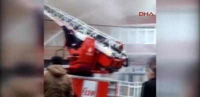 Sultanbeyli'de 4 katlı binada yangın!