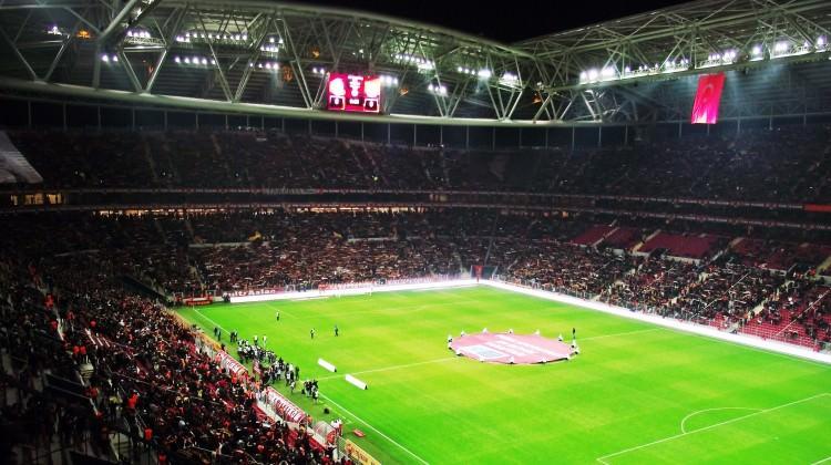 Türk Telekom Arena para basacak!