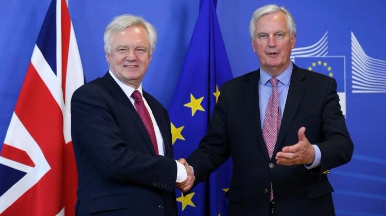 El sıkıştılar! Brexit pazarlığında ilk raund