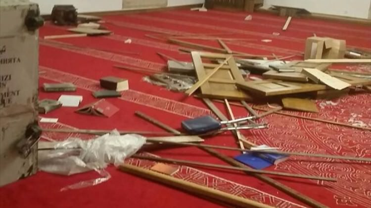 Ecdat yadigarı camiye saldırdılar!