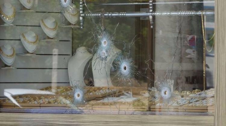 Kanlı soygun girişimi... İşyeri sahibini vurdular!