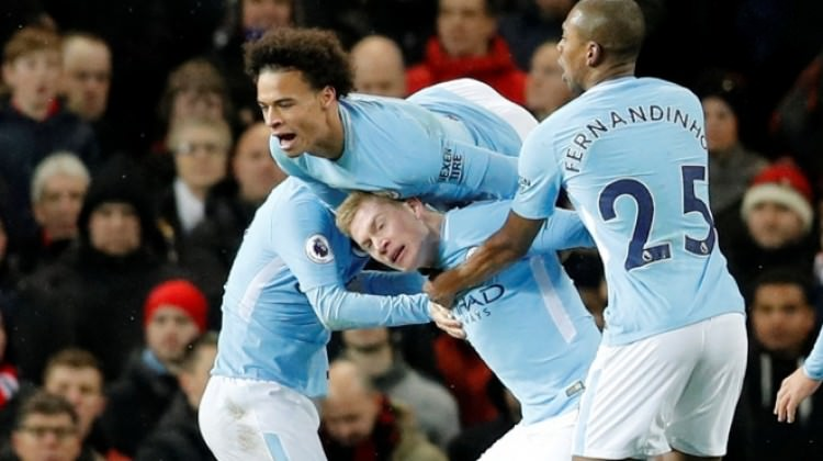 Manchester City zirvede tek başına!