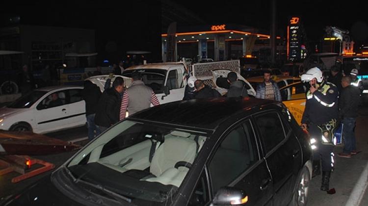Alkollü sürücü kırmızı ışıkta duran araçları biçti
