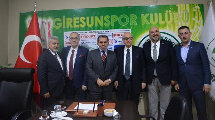 Dursun Özbek'ten Giresunspor'a ziyaret