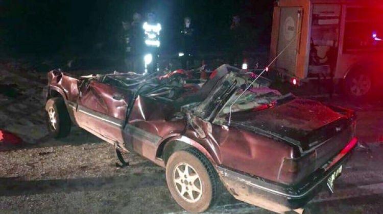 TIR'a arkadan çarpan otomobilde 4 yaralı