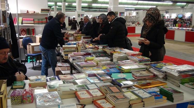 Almanya'da Türkçe Kitap Fuarı'na yoğun ilgi!