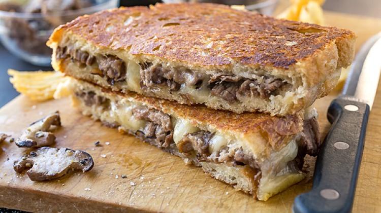 Kıymalı kaşarlı tost nasıl yapılır? Tarifi...