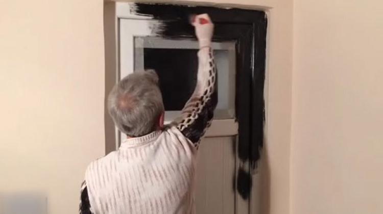 PVC kapıyı sanat eserine dönüştürdü!