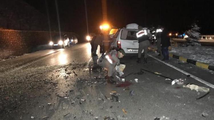 TIR'a çarpan minibüsün sürücüsü yaralandı