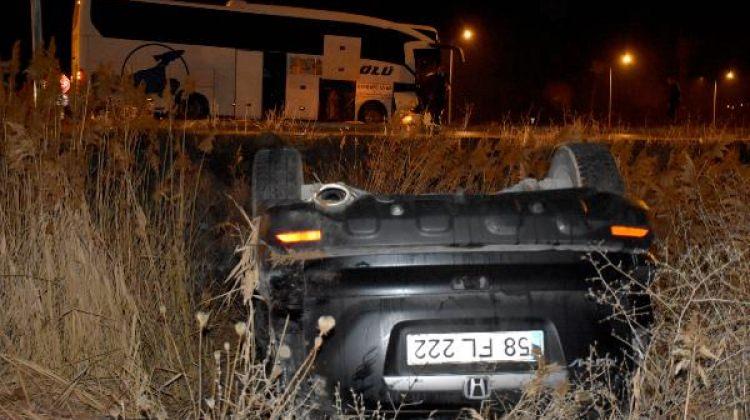 Yolcu otobüsü otomobille çarpıştı: 3 yaralı