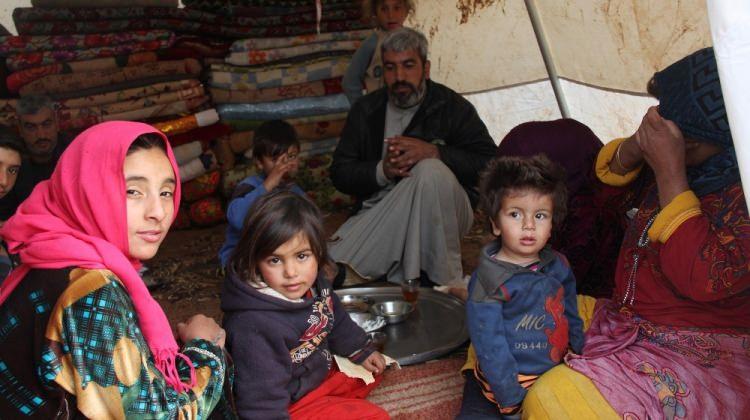 Göç başladı! Binlerce insan Türkiye sınırında