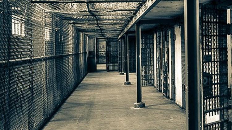 Fransa'da cezaevinde isyan! 123 mahkum...