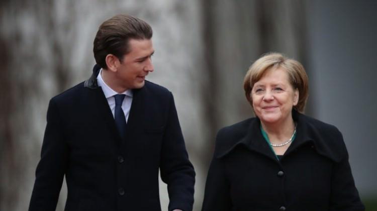 Merkel AB'yi Türkiye konusunda eleştirdi