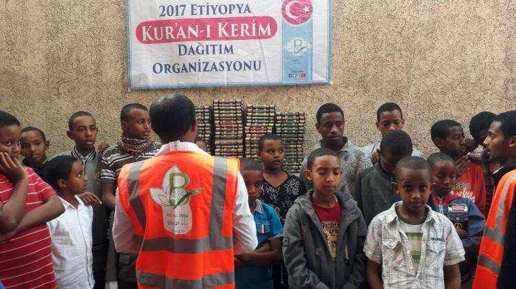 Türkiye'den Etiyopya'ya Kur'an-ı Kerim dağıtımı!