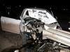 Otomobil bariyerlere çarptı: 2 ölü