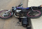 Motosiklet aydınlatma direğine çarptı: 1 ölü