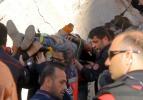 Çöken binanın enkazında kalan kepçe operatörü kurtarıldı