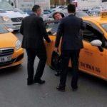 Trafikte kalan Bakan Zeybekci taksiyle gitti