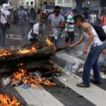 Venezuela'da yağmalamalar başladı