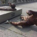 Messi'nin heykeline bir saldırı daha!