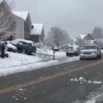 Kar topu atan çocuklara polisin tepkisi güldürdü