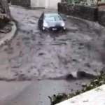 Böyle yarış görülmedi: Sel suları otomobile karşı