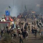 Haberi alan sokağa çıktı! Pakistan karıştı: 2 ölü