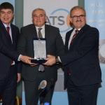 Vali Karaloğlu, istihdam ödülünü ATSO Başkanı'na verdi