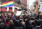 Fransız eşcinsellerin Paris'te zafer yürüyüşü