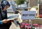 Neşet Ertaş'ın mezarına ziyaretçi seli