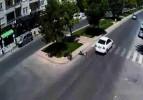 Otomobil bisikletli sürücüyü böyle biçti!