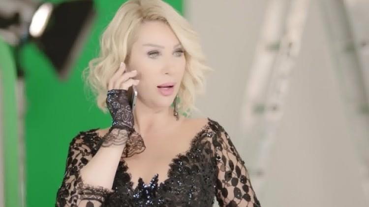 Ünlü şarkıcı hakkında şok suçlama: Babamın katili ile ilgili görsel sonucu